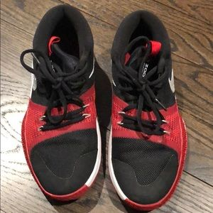 NIKE Zoom Assersion boys sneakers Size 6